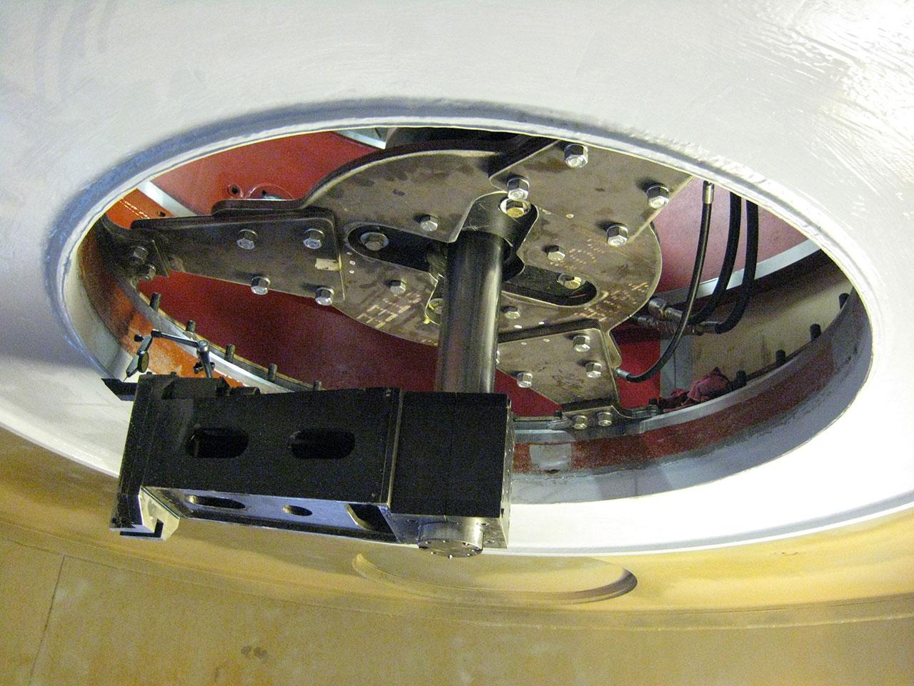 Tuakana - Maching lower seal face on - Tug